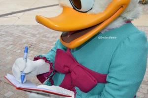 Daisy nous signe un autographe