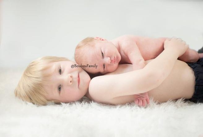 Fraterie frères photographe nouveau né