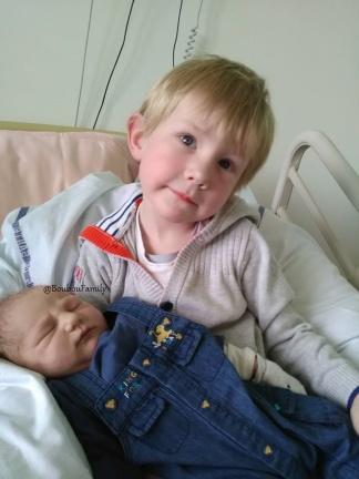 Frere a la maternité bébé