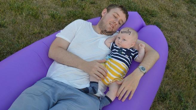 en famille bébé canapé gonflé